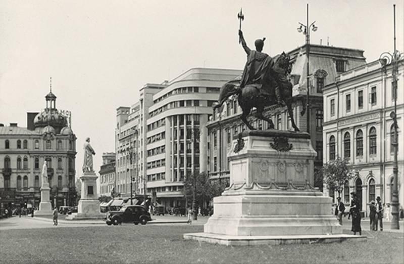 73. P-ta Academiei. Statuile lui Mihai Viteazul, Gheorghe Lazar