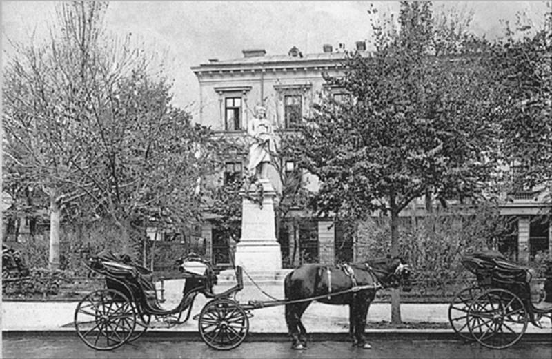79. Statuia lui Gheorghe Lazar