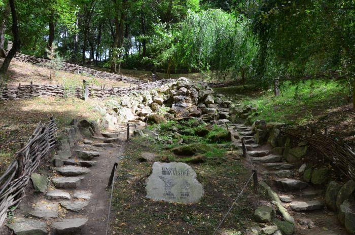 manastirea rupestra Sinca Veche (10)