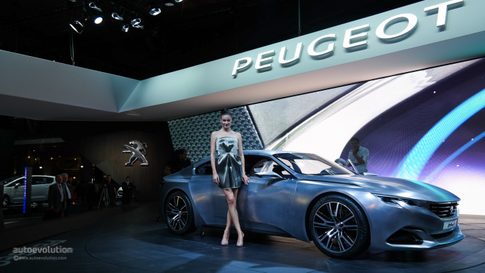 femei-salon-auto-paris-2016-7