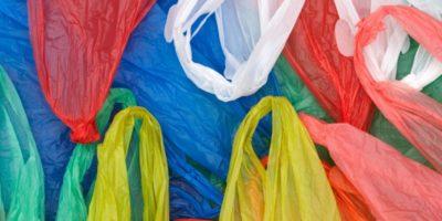 tot felul de pungi de plastic