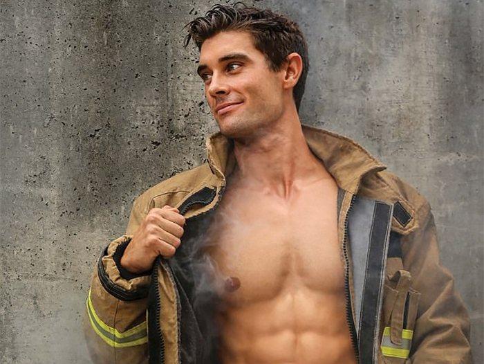 poze barbati pompieri dezbracati