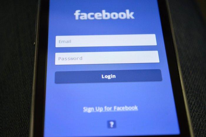 Facebook smartphone