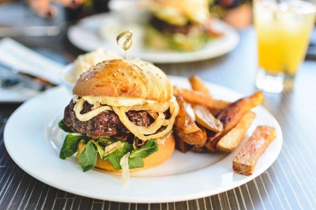 mancare hamburger