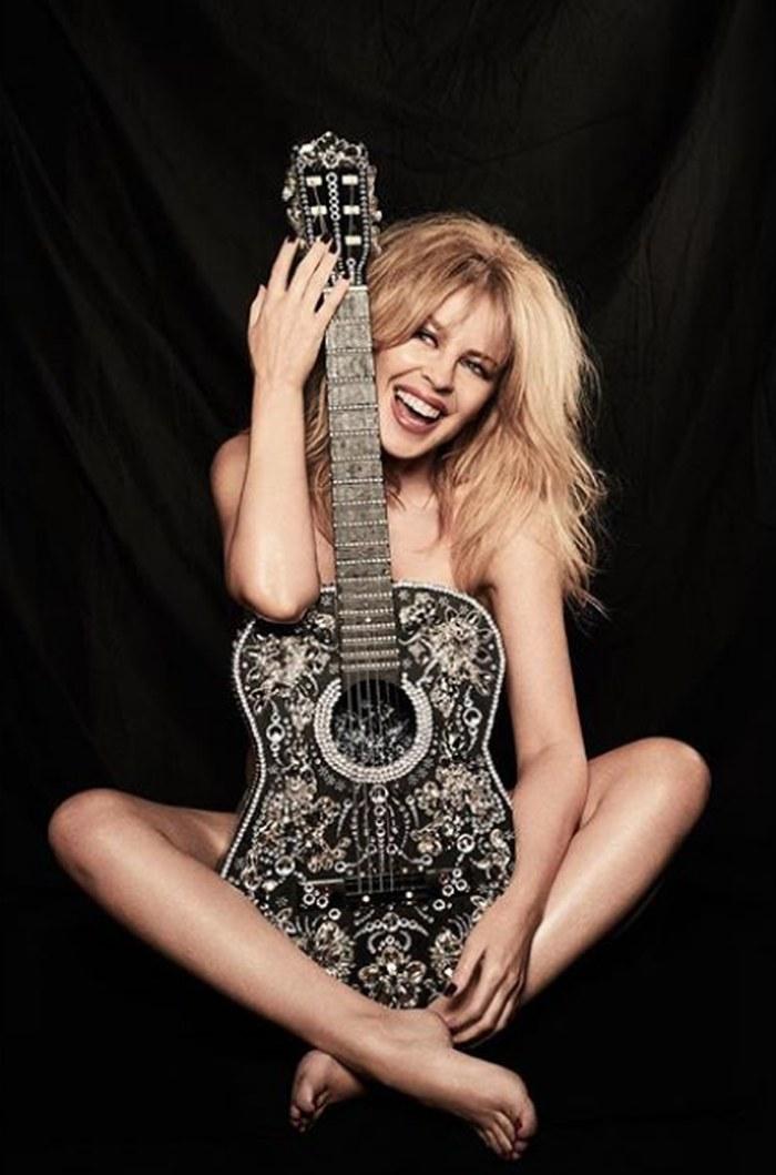 nud Kylie Minogue poza dezbracata