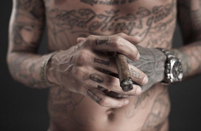barbat tatuat
